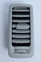 Решетка воздуховода панели приборов (серая) на Renault Trafic  2001->  —  Renault (Оригинал)  -  7701065003