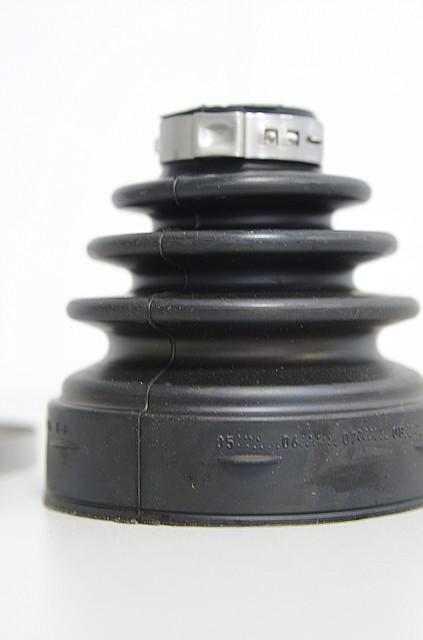 Пыльник ШРУСа (внутренний) на Renault Trafic  2006->  2.0dCi + 2.5dCi  —  RENAULT (Оригинал) - 7701209260