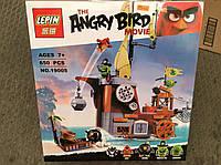 """Детский конструктор Lepin Angry Birds 19005 """"Пиратский корабль свинок"""" 650 деталей"""