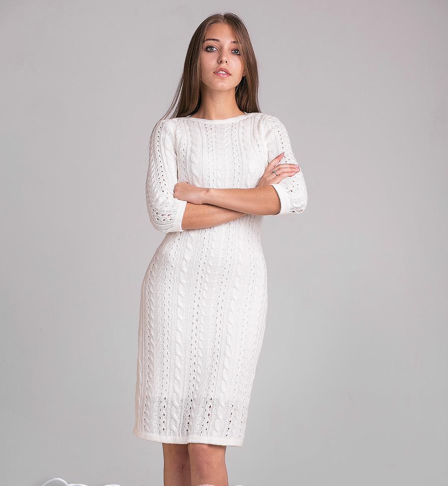 Модное женское вязаное платье молочного цвета