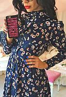 Ультрамодное женское платье рубашка приталенного фасона с пышной юбкой и цветочным принтом джинс