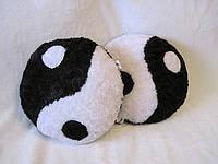 Декоративная подушка Инь Янь ручная работа