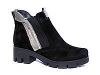 Замшевые зимние женские ботинки со вставками из кожи и резинок