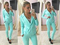 Стильный женский костюм-двойка: пиджак на пуговицах и приталенные брюки, мятный