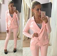 Стильный женский костюм-двойка: пиджак на пуговицах и приталенные брюки, персиковый
