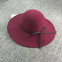 Стильная женская широкополая шляпа из фетра цвета марсала с коричневой лентой