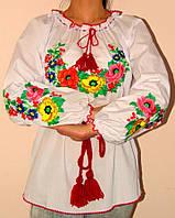 Красивая женская вышиванка с цветами
