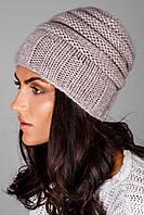 Модная вязаная шапка из теплой и мягкой полушерстяной пряжи лилового цвета