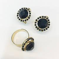 Сережки і перстень з чорним каменем в стразах