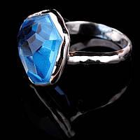Женское серебряное кольцо с голубым фианитом