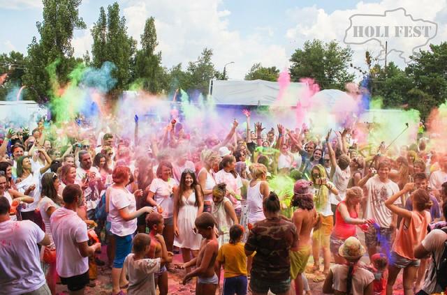 VEDALIFE пофарбував Київ в яскраві кольори сходу з яскравими Фарбами Холі!