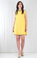 Яркое летнее женское платье со складой и бантиком, украшенное декором