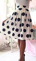 Черно белая расклешенная женская юбка миди с завышенной талией в крупный горох французский трикотаж