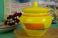 Красивый  желтый горшочек для запекания с росписью