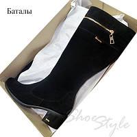 Женские замшевые черные сапоги с декоративной молнией на низком каблуке Баталы