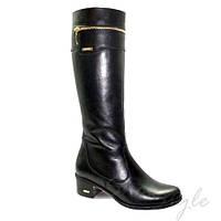 Женские кожаные черные сапоги с декоративной молнией на низком каблуке