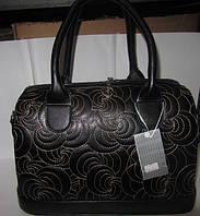 Небольшая женская сумка с узорами