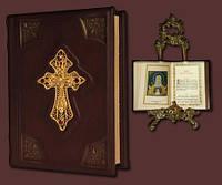 Православный молитвослов с крестом в филиграни покрытой золотом и гранатами