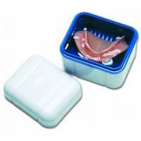 Контейнер для хранения и замачивания зубных протезов Curaprox BDC 110
