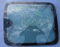Стекло двери боковое правое жабра 03-RenaultKangoo1997-2007