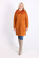 Яркое женское пальто морковного цвета