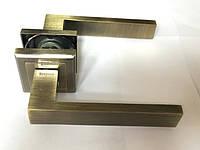 Ручка раздельная на квадратной розетке Mongoose H-888 AB (бронза)