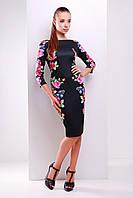 Черное платье-футляр с рукавом три четверти и цветочным принтом