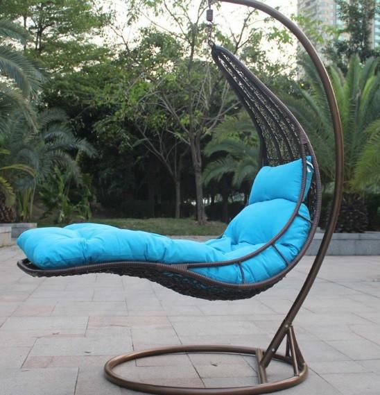 Подвесное кресло кровать (плетенное из ротанга, цвета разные)