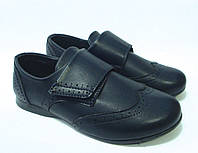 Туфли для мальчика на липучке.