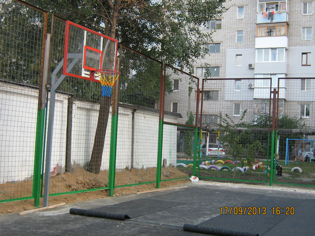 Уличная баскетбольная площадка