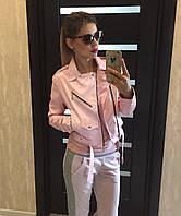 Стильная укороченная женская куртка-косуха кожаная, на молнии, розовая