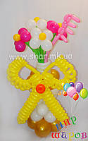 Букет ромашек с ножницами из шаров