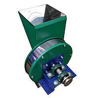 Кормоизмельчитель ручной ПОФ3: бункер 4 л, шкив для мотора, производительность 300 кг/ч, 44х44х34 см