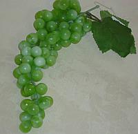 Виноград светло зеленый большой