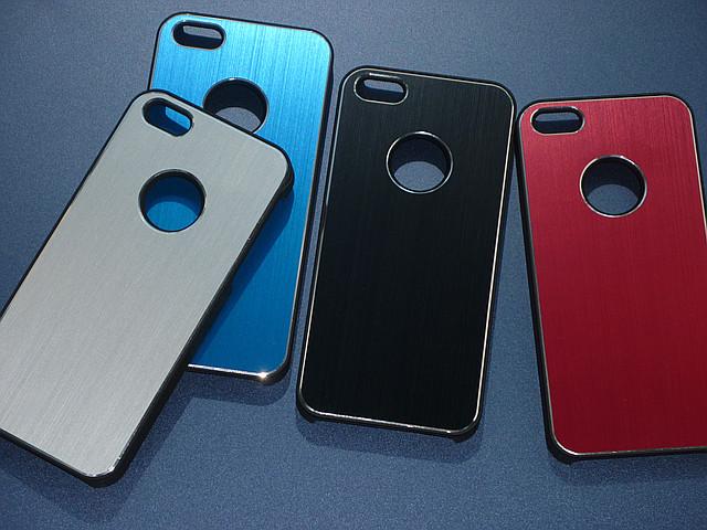 Чехлы для iPhone 5 5S металлические с вырезом под логотип