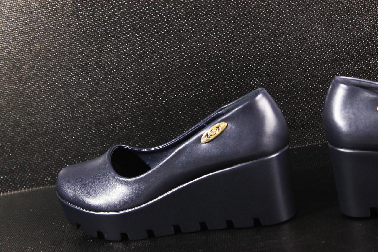 Женские туфли синие на танкетке - ООО «ДАОС» — низкая оптовая цена на женскую, мужскую и детскую одежду, а также обувь! в Днепре