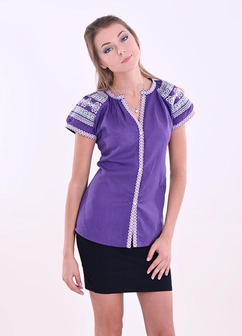 Яркая льняная блуза насыщенного фиолетового цвета с вышивкой