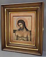 Простой ровный киот для иконы, с внутренней деревянной рамой и золочёными штапиками.