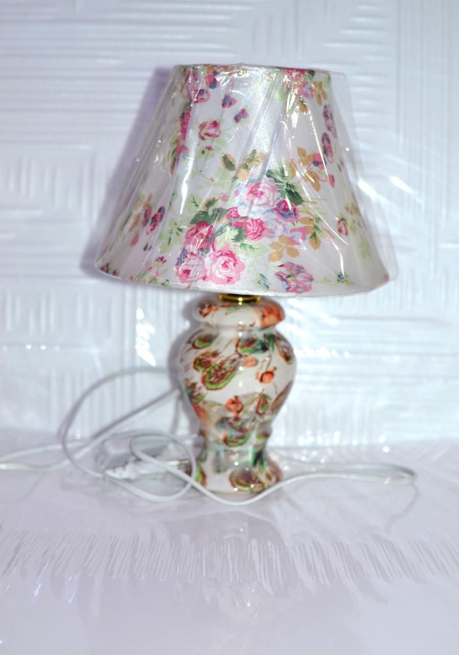 Лампа настольная, 1 лампа, недорого, высота лампы - 22 см, диаметр абажура - 20 см.