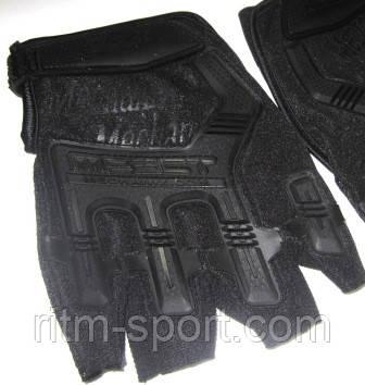 Резиновый протектор на внешней стороне перчатки