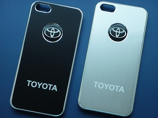 Чехлы для iPhone 5 5S Toyota металлические