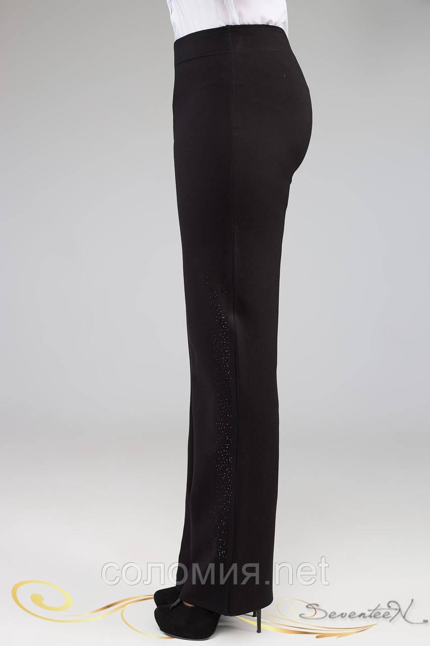 Свободные деловые брюки черного цвета со вставкой и стразами