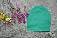 Однотонная шапочка зеленого цвета