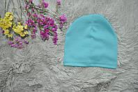 Однотонная шапка бледно зеленого цвета