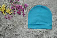Однотонная шапка бирюзового цвета