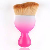 Изогнутая кисть для макияжа розовая