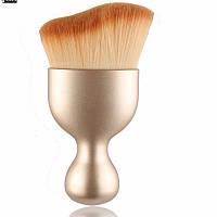 Изогнутая кисть для макияжа золотая