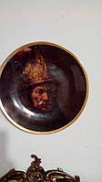 Настенная фарфоровая тарелка Человек в золотом шлеме