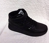 Высокие женские  кроссовки Kylie crazy черные с лаковыми вставками