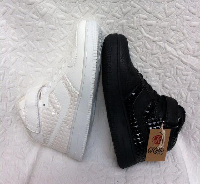 9601d8967 Высокие женские кроссовки Kylie crazy черные с лаковыми вставками ...
